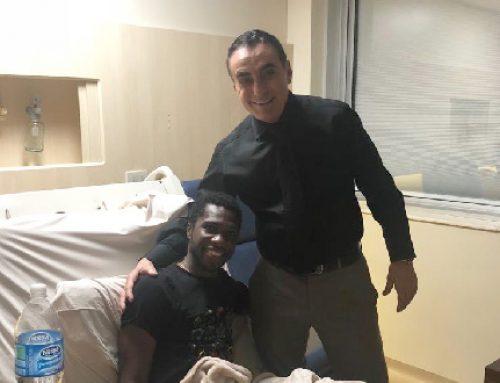Prof. Dr. Rene Abdalla e o jogador Negueba, que atualmente defende o Gyeongnam da Coreia do Sul.